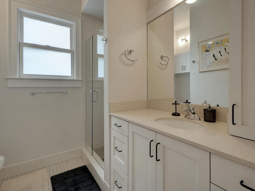 18-2811-Hemphill-Park-MLS_Size-022-18-Other-Bath-01-1024x768-WEB