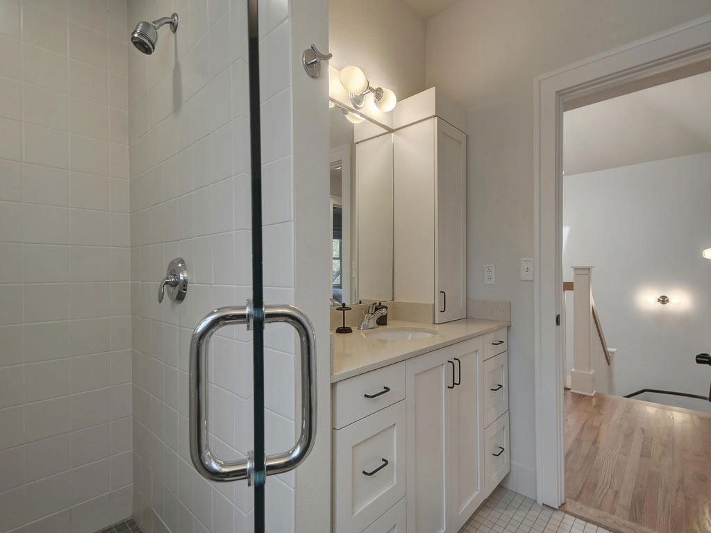 19-2811-Hemphill-Park-MLS_Size-023-29-Other-Bath-02-1024x768-WEB